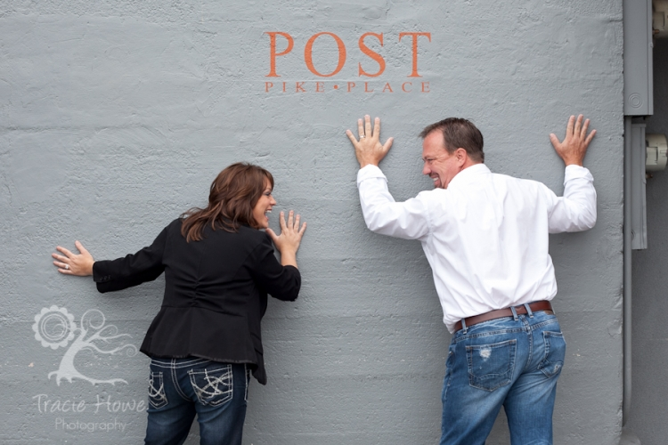 Couple photo session at Pike Place Market