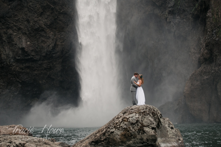 Best Washington elopement photographer