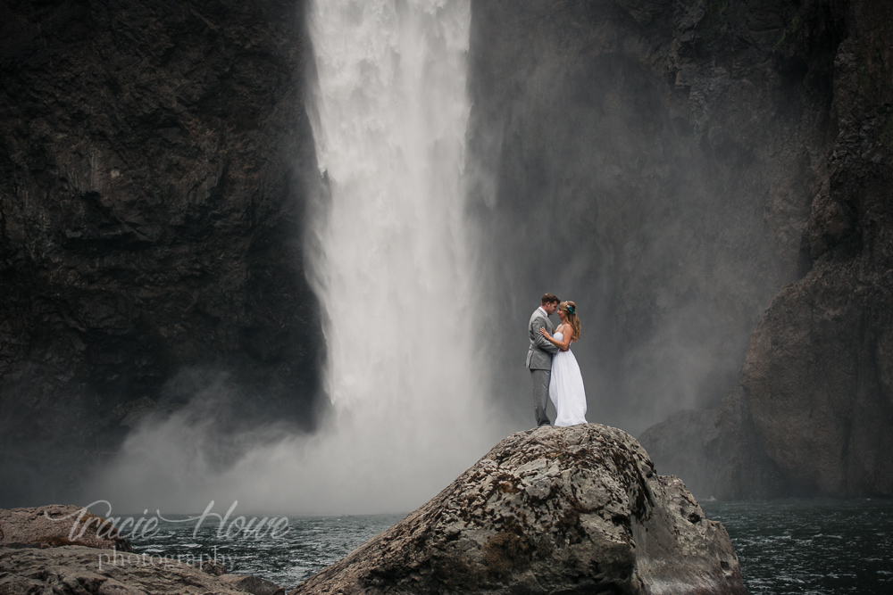 Snoqualmie Falls Elopement Matt Jessica Tracie Howe Photography Seattle Wedding Photographer Destination